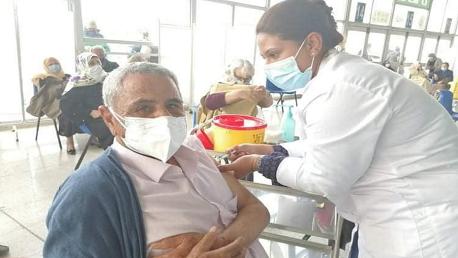 البطل العالمي محمد الڤمودي يتلقّى أول جرعة من لقاح كورونا