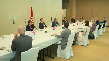 مشيشي في جلسة عمل مع مسؤولين من منظومة كوفاكس ومسؤولين بمنظمة الصحة العالمية