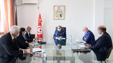 الصحة العالمية تمنح تونس 4 مولدات أكسجين و 240 مكثف أكسجين و 5 ملايين كمامة