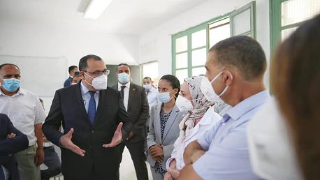 رئيس الحكومة هشام مشيشي يواكب سير حملة التلقيح في أرياف معتمدية سجنان وجومين و