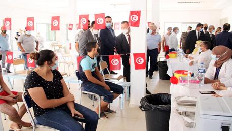 عشية اليوم: انطلاق توجيه الـSMS للفئات العمرية المعنية بالتلقيح الأحد