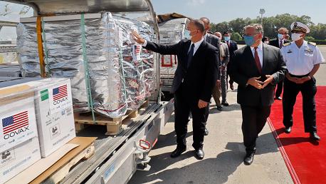 تونس تتسلّم 200 ألف جرعة تلقيح من الولايات المتحدة الأمريكية